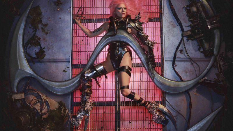 Lady Gaga prichádza s klipom k piesni 911, ktorý vyráža dych
