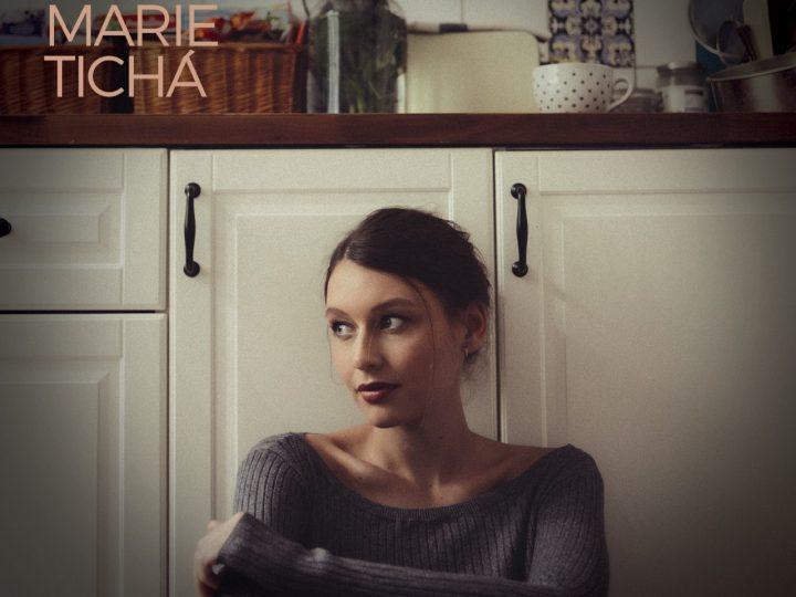 Kateřina Marie Tichá vydáva akustické EP Kolemjdoucí.